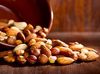 Кардиологи советуют всем обратить внимание на орехи