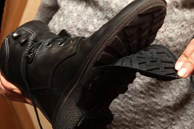 Дырка в подошве обуви — как правильно заклеить