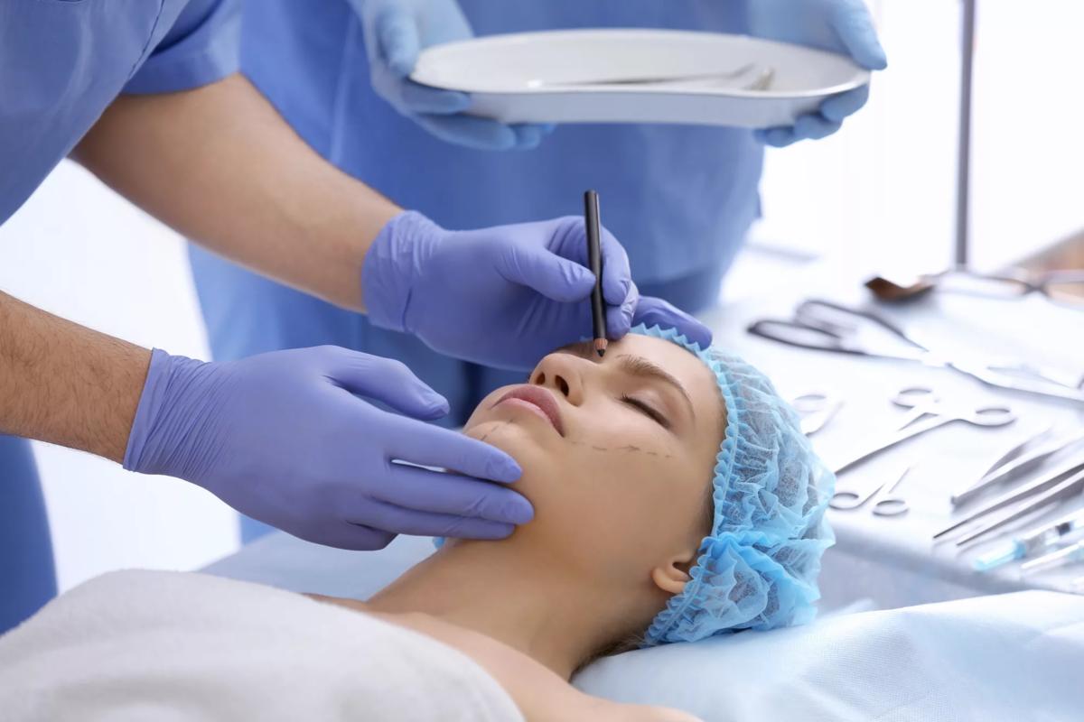 Что такое углы молодости: пластический хирург рассказала о популярном запросе пациентов